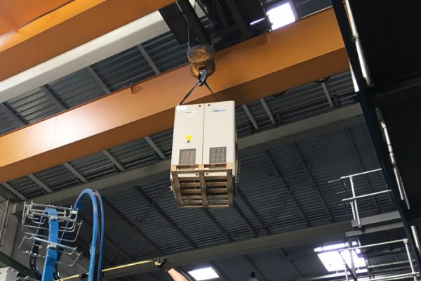 Transfert de machines avec grue